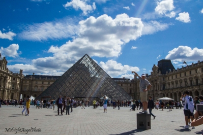Silly Tourists with the Louvre