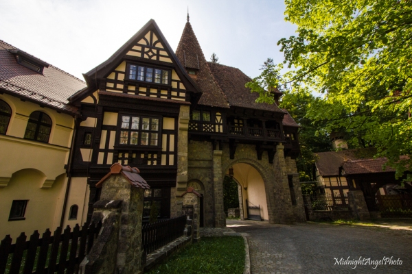 The gate entrance to the hotel near Peleș Castle