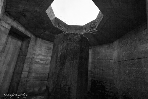 Inside the site of a 20mm anti-aircraft gun